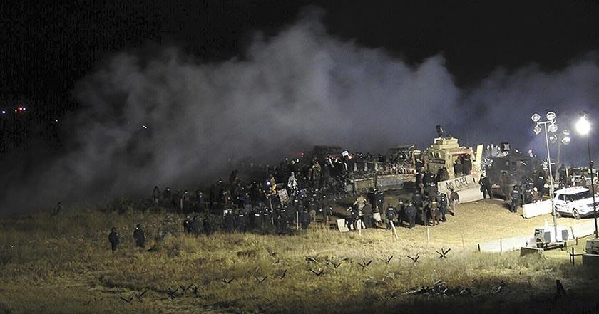 Sigue la lucha contra oleoducto en Dakota, 167 activistas heridos