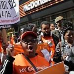 Trabajadores de EU exigen 15 dólares la hora