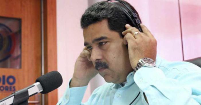 Se encienden los ánimos en Venezuela y lanzan objetos contra Maduro