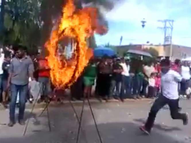 Acróbata falla y se incendia (video)