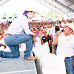 """Manuel Velasco se toma foto """"entregando fertilizante"""", pero nunca lo entregaron a campesinos"""
