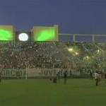 Aficionados rinden homenaje desde el estadio a los fallecidos del Chapecoense (VIDEO)