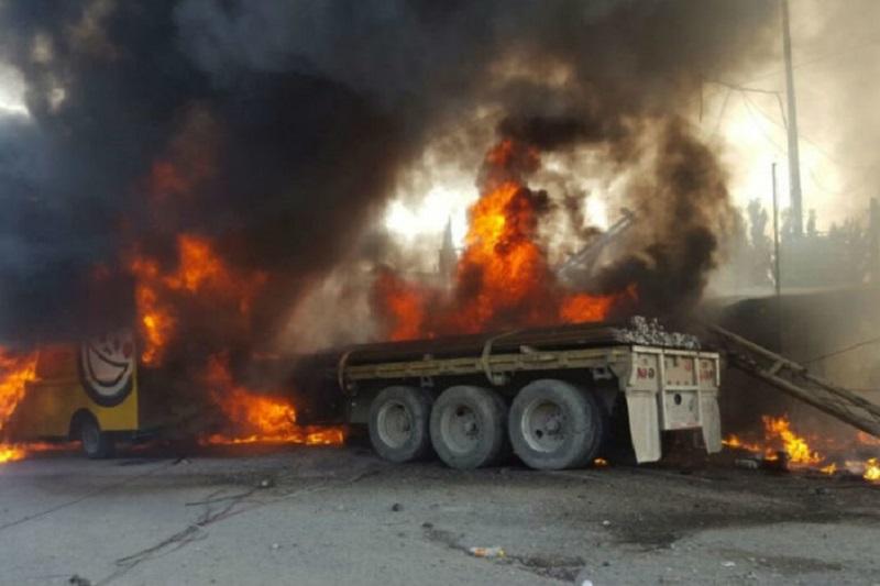 Choca tráiler y se incendia en la Naucalpan-Toluca