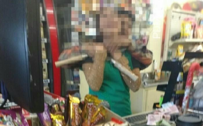 Amenazó con tijeras de jardinero a una empleada de tienda para no ser detenido
