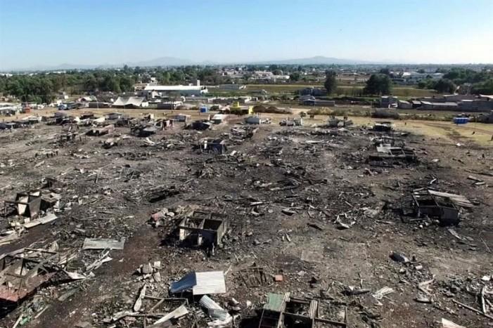 Suman 35 los muertos por explosión en San Pablito, Tultepec.