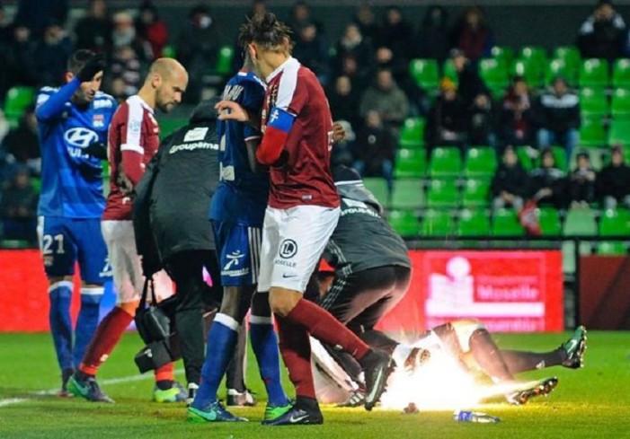 Portero de Lyon perdió audición temporalmente por petardo (VIDEO)