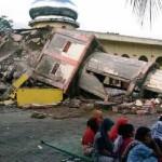 Mueren al menos 24 personas en terremoto en Indonesia