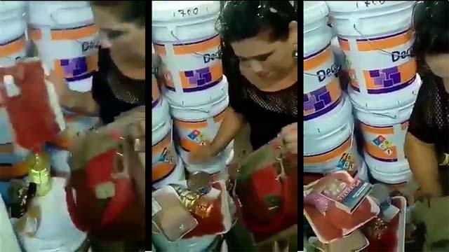 Sorprenden supuesta maestra robando en Aurrera, Oaxaca