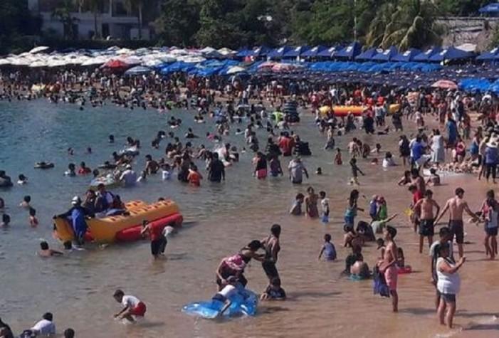 Matan a dos en plena playa en Acapulco