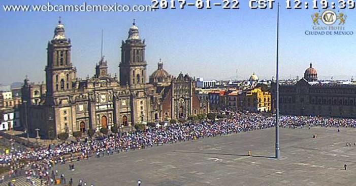 Ciudadanos contra 'gasolinazo' llegan al Zócalo capitalino