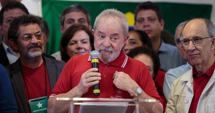 Lula anuncia querer candidatura presidencial para 2018
