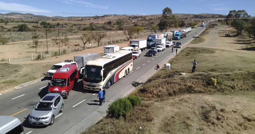 Pueblo de Nochixtlán acusa a autoridades de borrar pruebas, bloquean carretera