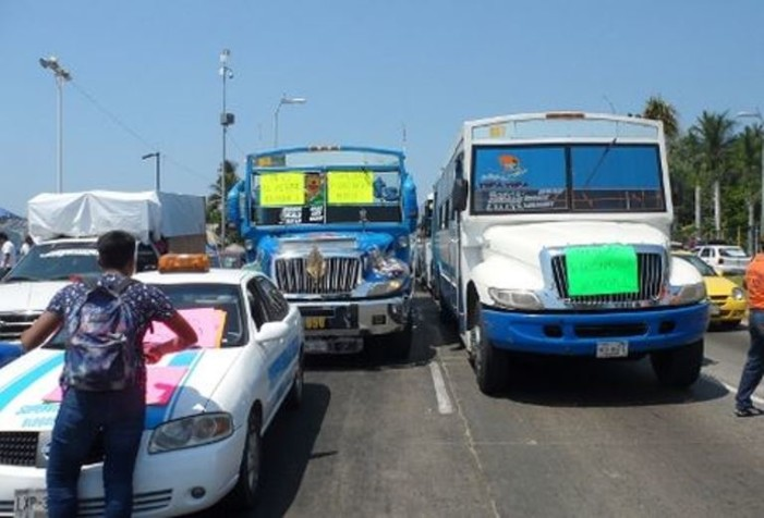 Transportistas de Acapulco advierten aumento de 30% y paro el viernes
