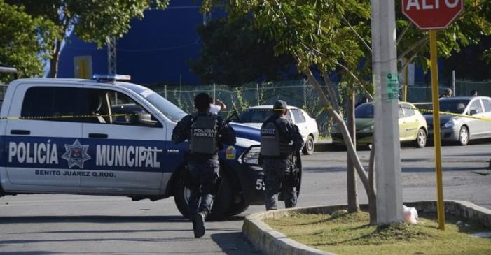 Mueren 3 en ataque a Fiscalía de Cancún, un día después de tiroteo en Playa del Carmen