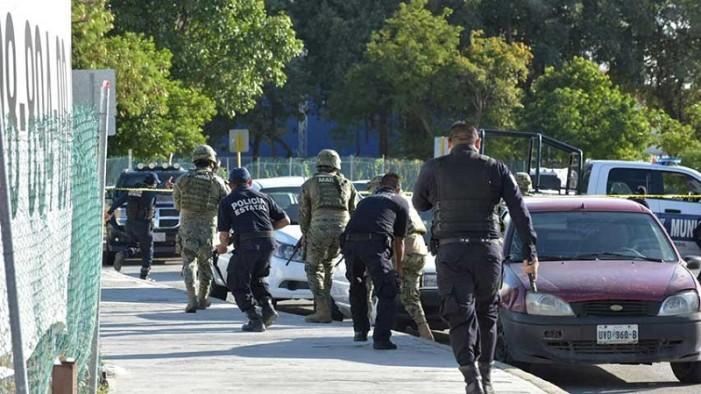 Mujer quedó atrapada en balacera y otra esquiva una detonación en Cancún (VIDEOS)
