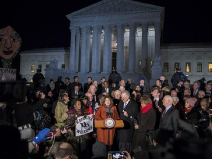 Demócratas protestan contra las políticas migratorias de Trump