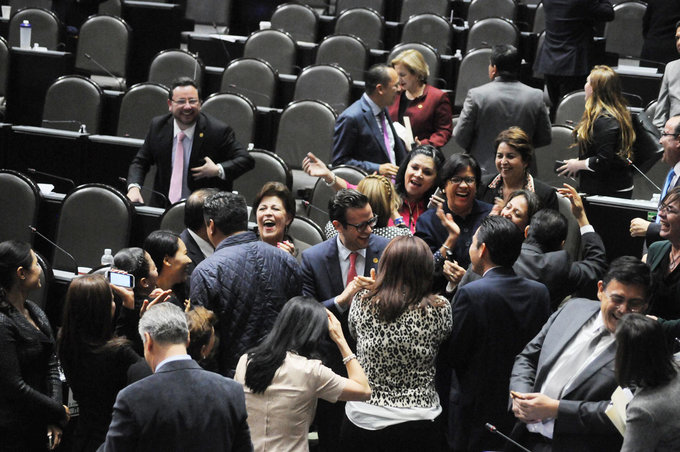 Diputados alistan despedida millonaria, se autoasignan 864 mil pesos