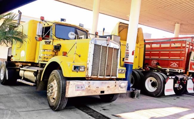 Mexicanos van a Guatemala por gasolina