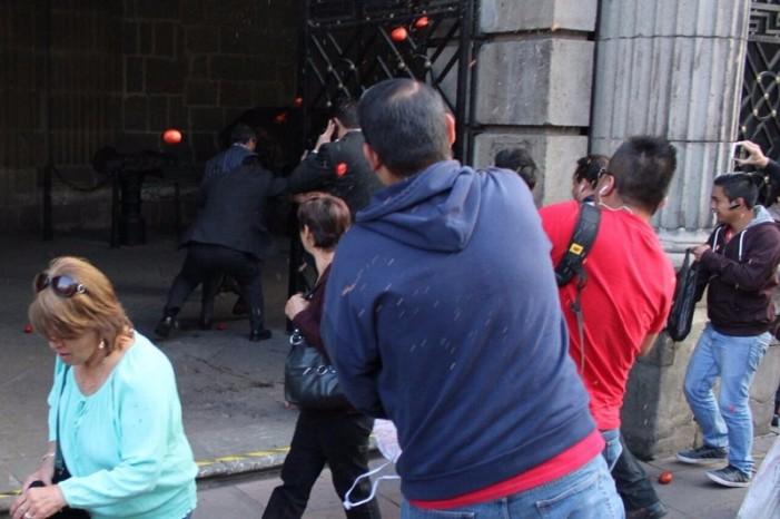 Planean 'jitomatazo' contra Carmen Salinas