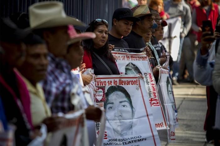 Gobierno mexicano ignora a familiares de los 43 de Ayotzinapa