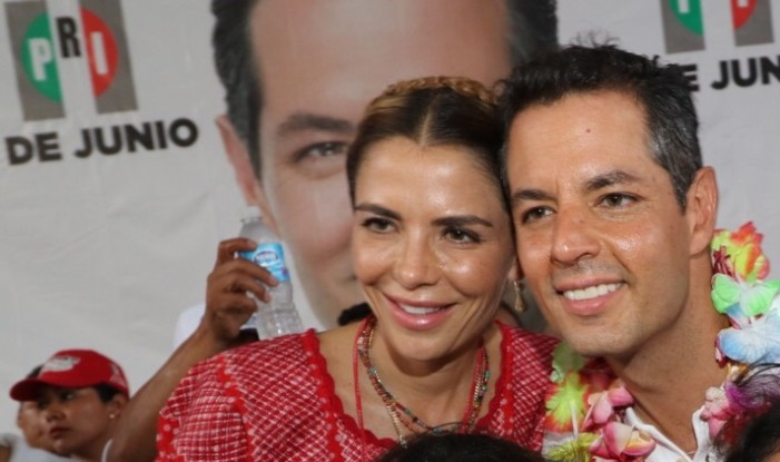 Por preguntas incómodas a esposa de Murat despiden a reportero en Oaxaca