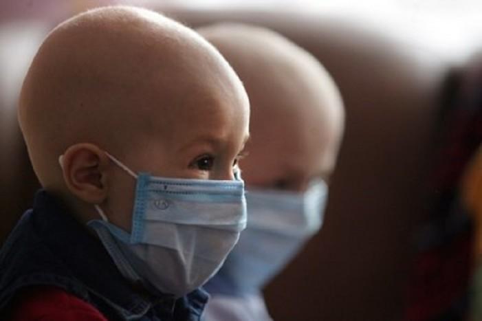Buscan dar licencias con goce de sueldo a padres de infantes con cáncer