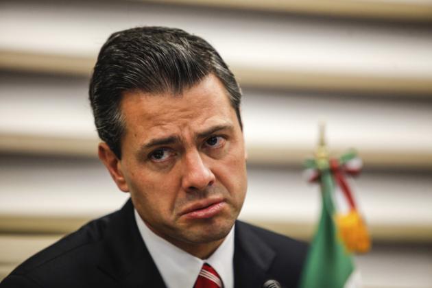 Tarjetas de Peña Nieto no tienen saldo, oaxaqueños quieren comprar y los regresan (VIDEO)