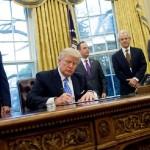 Trump limita abortos en todo el mundo a través de ONG