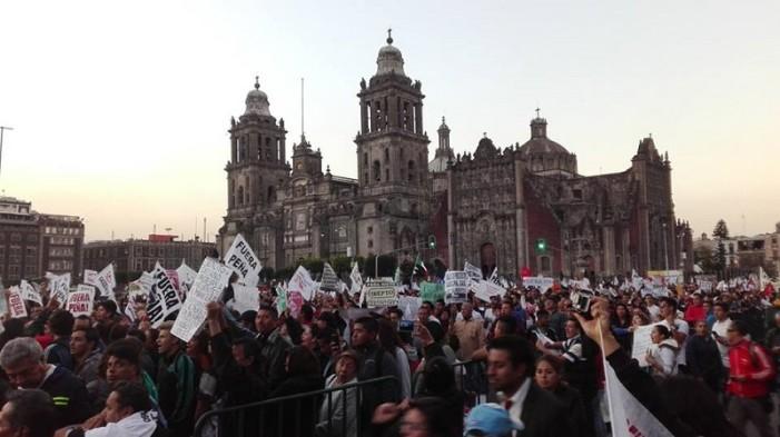 Estudiantes marchan por gasolinazo y una persona mantiene huelga de hambre en el Zócalo