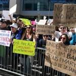 Protestan en EU contra Trump antes del Super Bowl