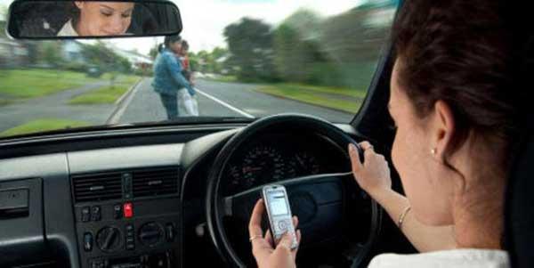 Aprueban 3 años de cárcel a conductores que causen daños por uso de celular
