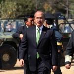 Pese a críticas, Calderón se niega a renunciar a servicios de seguridad para él y su familia