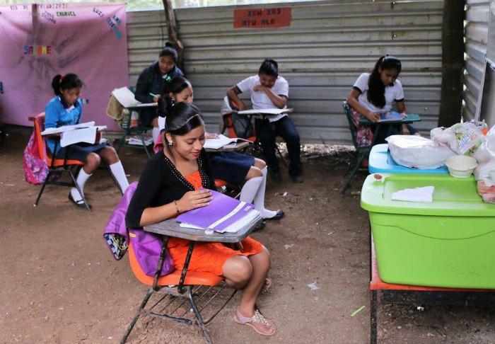 Gobierno de Oaxaca robó 3 mil 138 millones en educación: sus escuelas no tienen ni paredes