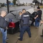 Migración de EU arresta migrantes en redadas y lo niega