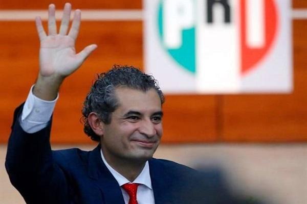 Ochoa Reza posee 18 permisos para su flotilla de taxis en NL