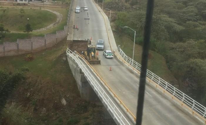 En menos de un año se cae puente que costó 15 mdp en Xalapa