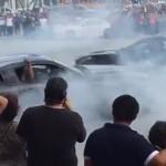 Espectáculo termina en tragedia, auto de acrobacias se estrella contra el público (video)