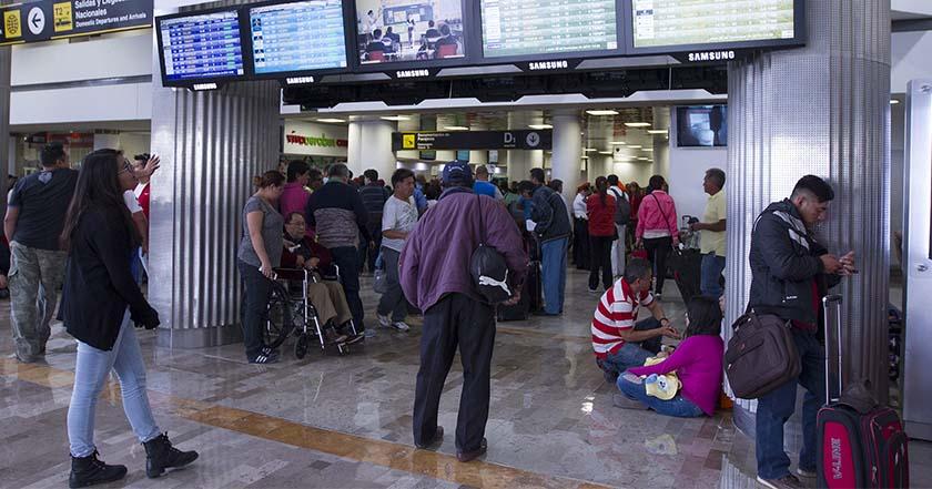 Aeropuerto Internacional de la Ciudad de México AICM viaje retraso en vuelos vacaciones semana santa