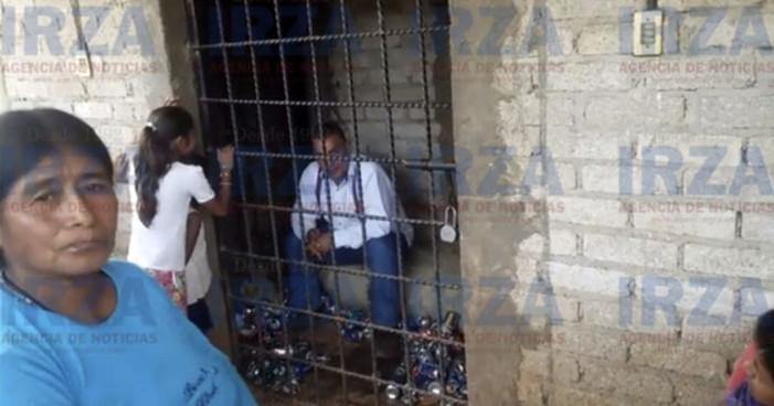 Comunidad en Guerrero encarcela a alcalde por no cumplir promesas