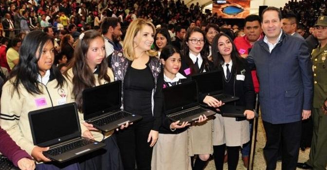 Angélica Rivera y Gabinete recorren el Edomex para 'presumir logros de Peña'