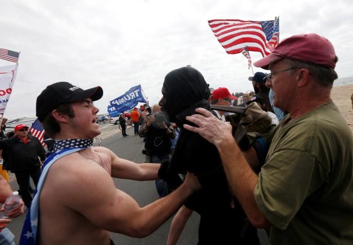 Simpatizantes y detractores de Trump se enfrentan en California y Nebraska