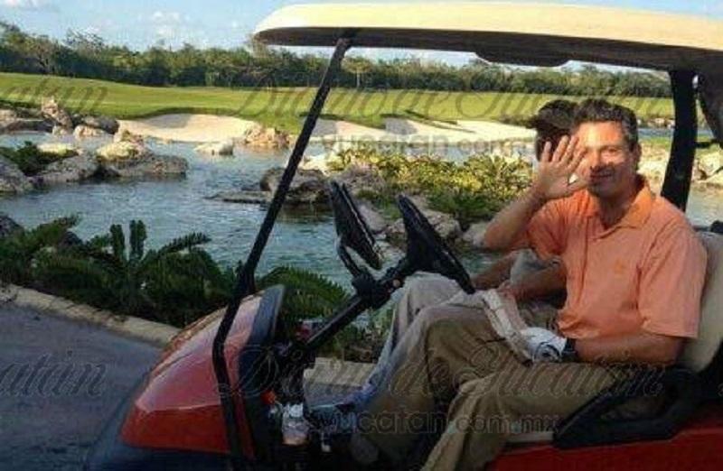 Fotos de archivo del Presidente jugando golf.