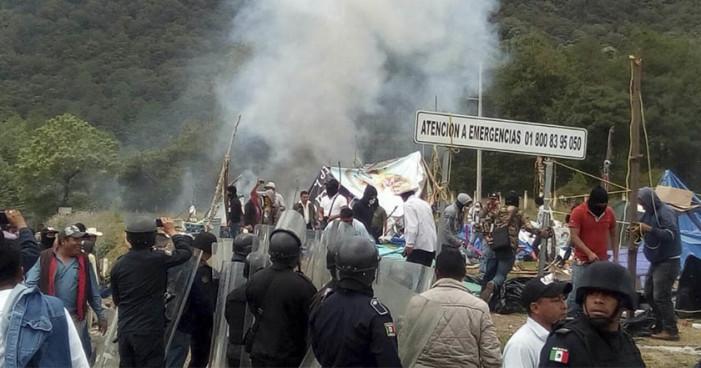 Policías desalojaron a más de 200 indígenas desplazados de Chenalhó