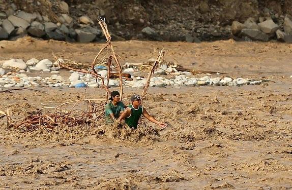 Más de 100 mil damnificados en Perú por desbordes en 6 ríos