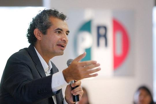 Investigarán a Ochoa Reza por anomalías en las concesiones de sus taxis