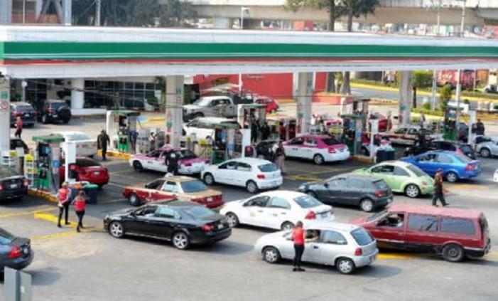 Detienen a activistas contra el gasolinazo se negaron a pagar IEPS