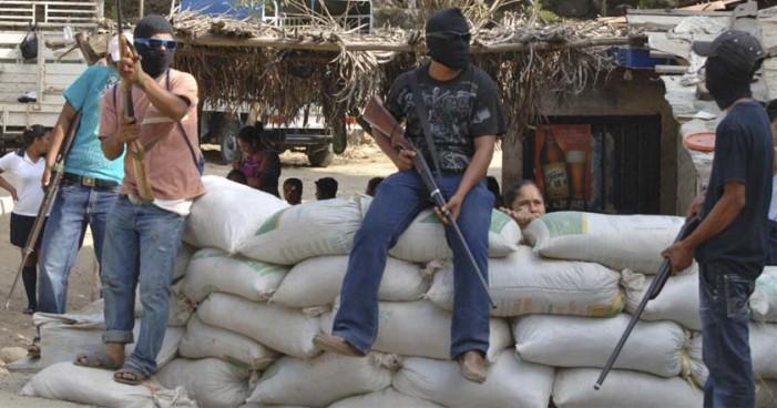 Disparan contra turistas de la capital en narco retén en Guerrero