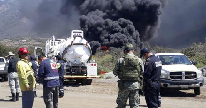 Ocasionan explosión en ducto de Pemex por 'ordeña' (Videos)