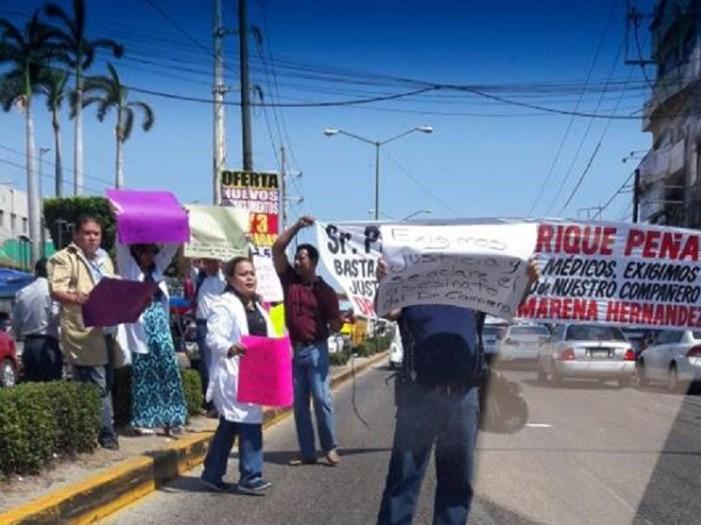Indigna asesinato de médico en Acapulco y protestan en la calle por justicia