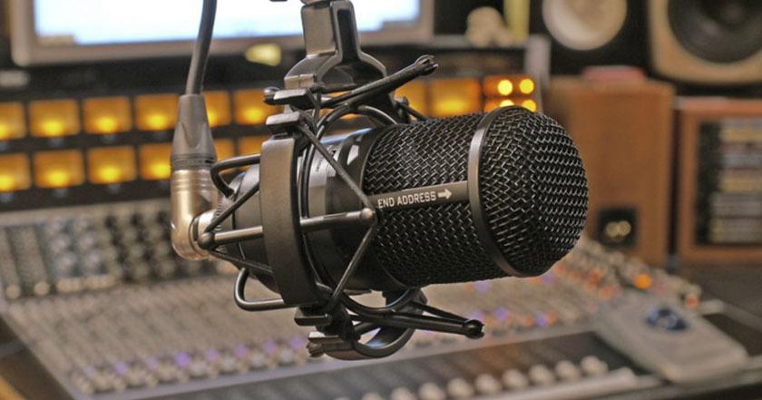 radio micrófono cabinas radiofónicas estación periodismo sonido